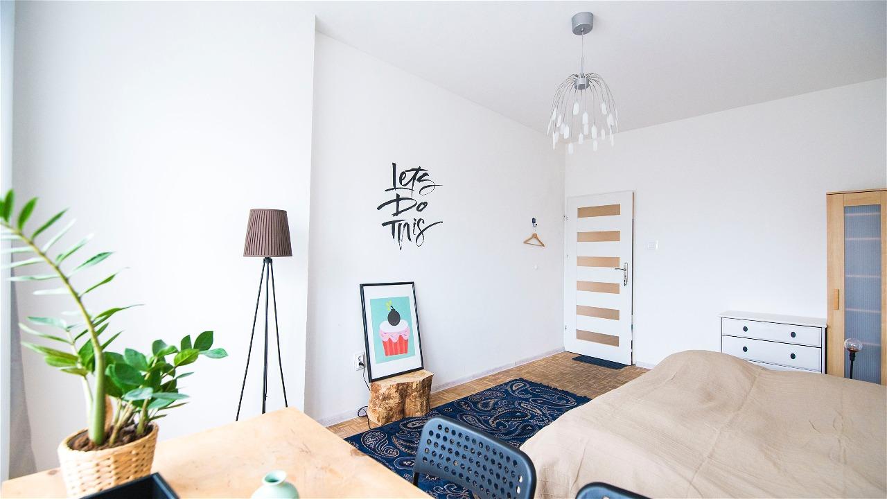 Kamer met meubels en accessoires